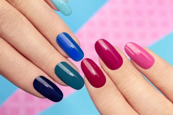 Jak zrobić manicure tytanowy?