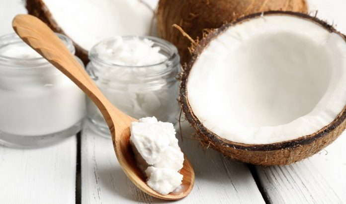 Jak stosować olej kokosowy na włosy?
