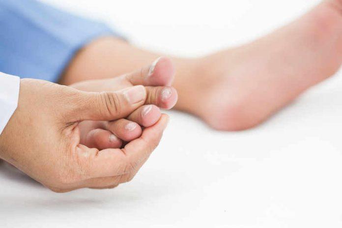 wrastający paznokieć - przyczyna
