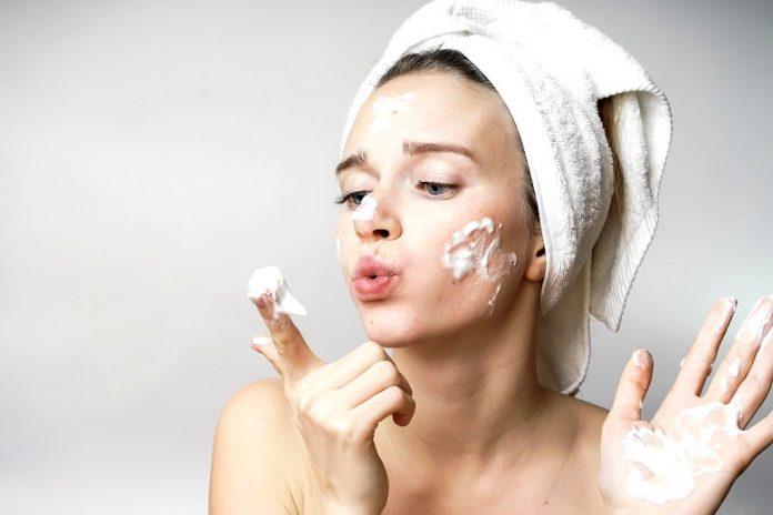 Jak powinno wyglądać mycie twarzy?