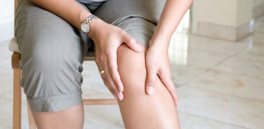 Jak objawia się uczucie ciężkich nóg?